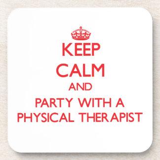 Guarde la calma y vaya de fiesta con un terapeuta posavasos