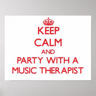 Guarde la calma y vaya de fiesta con un terapeuta  póster
