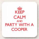 Guarde la calma y vaya de fiesta con un tonelero posavasos de bebidas
