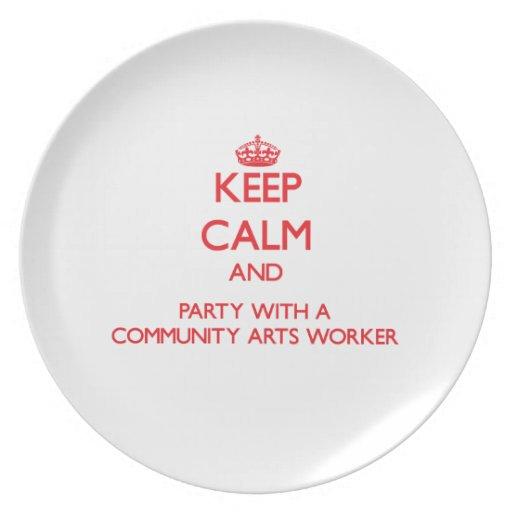 Guarde la calma y vaya de fiesta con un trabajador platos