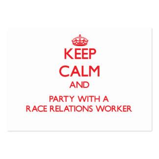 Guarde la calma y vaya de fiesta con un trabajador plantilla de tarjeta de visita