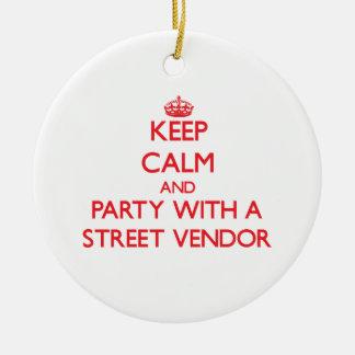 Guarde la calma y vaya de fiesta con un vendedor adorno redondo de cerámica