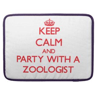 Guarde la calma y vaya de fiesta con un zoologista funda para macbooks