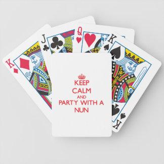 Guarde la calma y vaya de fiesta con una monja cartas de juego