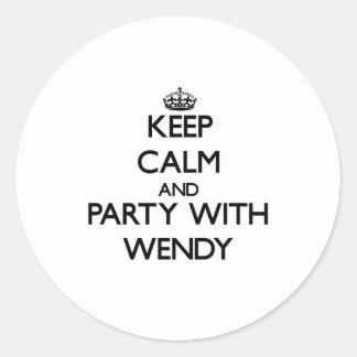 Guarde la calma y vaya de fiesta con Wendy Pegatinas Redondas