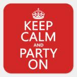 Guarde la calma y vaya de fiesta en (en cualquier pegatina cuadradas