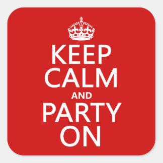 Guarde la calma y vaya de fiesta en (en cualquier pegatina cuadrada