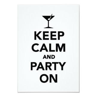 Guarde la calma y vaya de fiesta encendido invitaciones personalizada