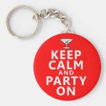 Guarde la calma y vaya de fiesta encendido llaveros personalizados