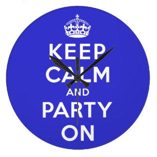 Guarde la calma y vaya de fiesta encendido relojes