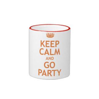 guarde la calma y vaya de fiesta encendido taza a dos colores