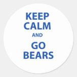 Guarde la calma y vaya los osos pegatina redonda