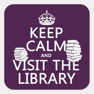 Guarde la calma y visite la biblioteca - en pegatina cuadrada