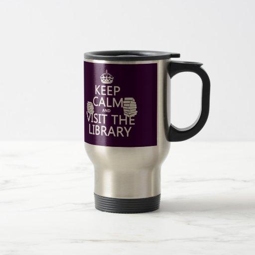 Guarde la calma y visite la biblioteca - en taza de viaje