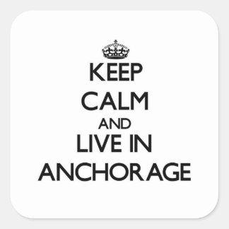 Guarde la calma y viva en Anchorage Calcomanía Cuadrada