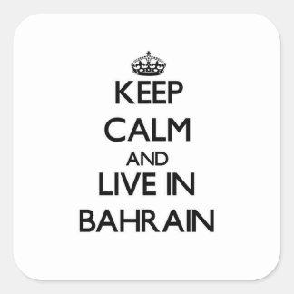 Guarde la calma y viva en Bahrein Calcomanía Cuadradas