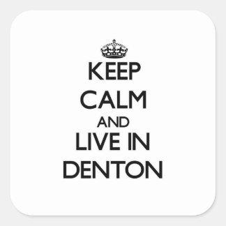 Guarde la calma y viva en Denton Pegatina Cuadrada