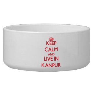 Guarde la calma y viva en Kanpur Tazon Para Perro