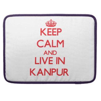 Guarde la calma y viva en Kanpur Funda Para Macbook Pro