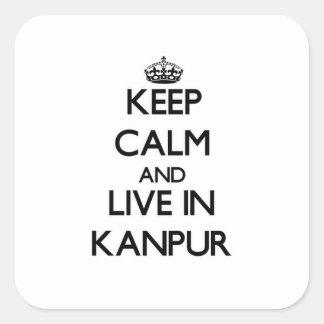 Guarde la calma y viva en Kanpur Calcomanias Cuadradas