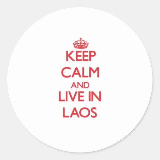 Guarde la calma y viva en Laos Etiquetas Redondas