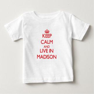 Guarde la calma y viva en Madison Polera