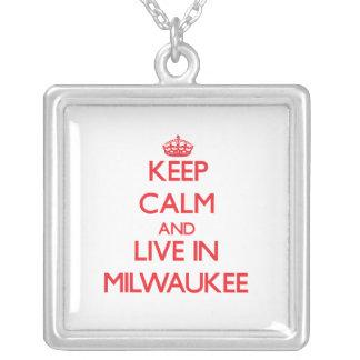 Guarde la calma y viva en Milwaukee Pendiente Personalizado