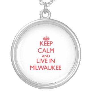 Guarde la calma y viva en Milwaukee Collar Personalizado