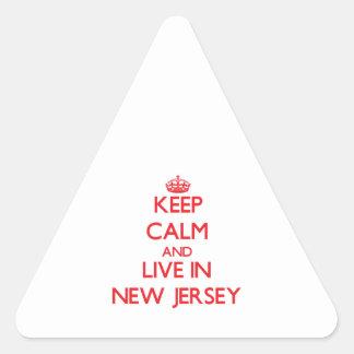 Guarde la calma y viva en New Jersey Pegatina Triangular