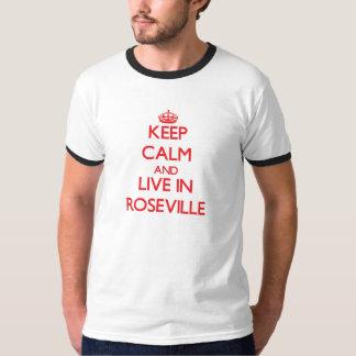 Guarde la calma y viva en Roseville Playera