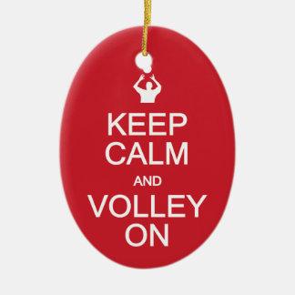 Guarde la calma y volee en el ornamento de encargo adorno navideño ovalado de cerámica