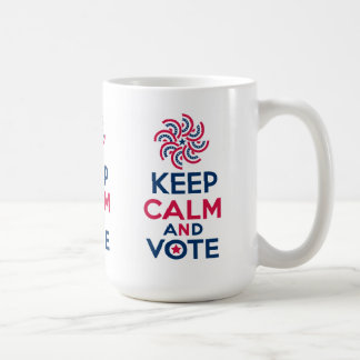 Guarde la calma y vote taza clásica