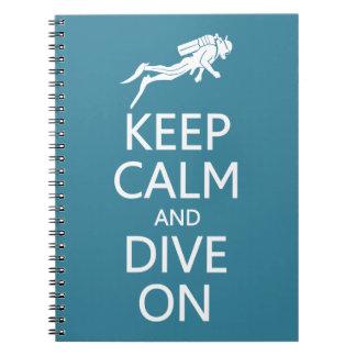 Guarde la calma y zambúllase en el cuaderno de enc