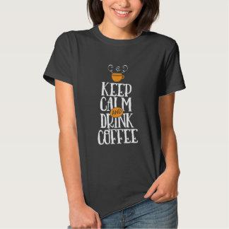 Guarde la camiseta tranquila del vintage del café polera