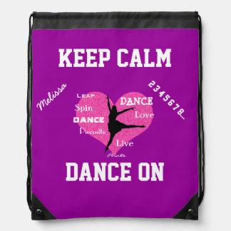 Guarde la danza tranquila en la mochila del lazo