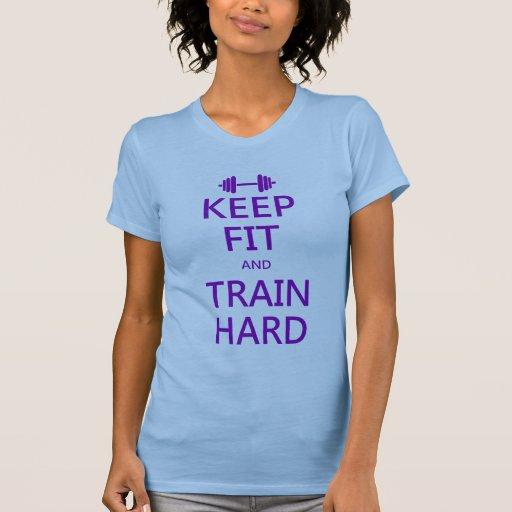 GUARDE LA FIT y ENTRENE DIFÍCILMENTE (la púrpura) Camisetas