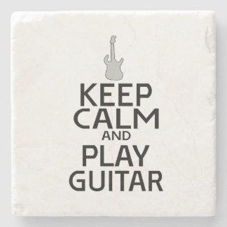 Guarde la guitarra eléctrica de la calma y del posavasos de piedra