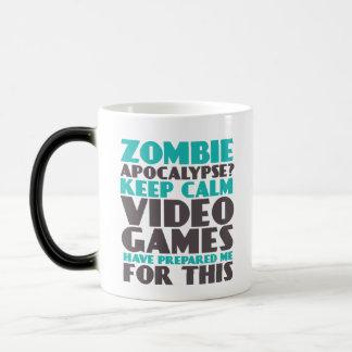 Guarde la taza divertida del zombi de los