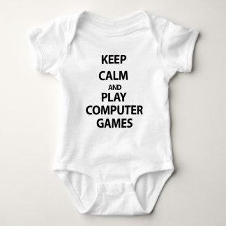 Guarde los juegos de ordenador de la calma y del mameluco de bebé