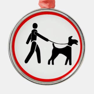 Guarde los perros en un símbolo de la ventaja adorno navideño redondo de metal