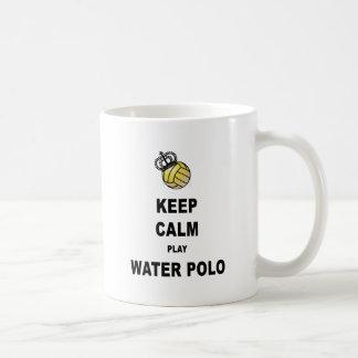 Guarde los productos del water polo de la calma y taza clásica