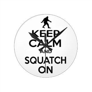 Guarde Squatchin Relojes De Pared