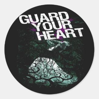 Guarde su corazón pegatina redonda