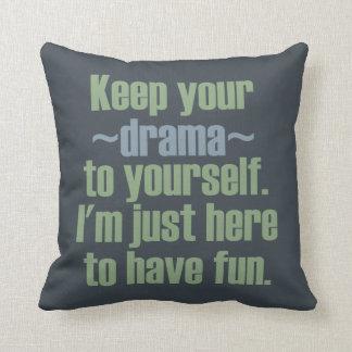 Guarde su drama a sí mismo. Estoy aquí divertirse Cojín