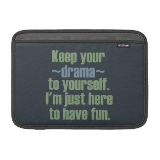 Guarde su drama a sí mismo. Estoy aquí divertirse Fundas MacBook