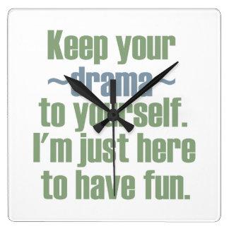 Guarde su drama a sí mismo. Estoy aquí divertirse Reloj Cuadrado