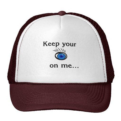Guarde su ojo en mí….Gorra blanco y marrón