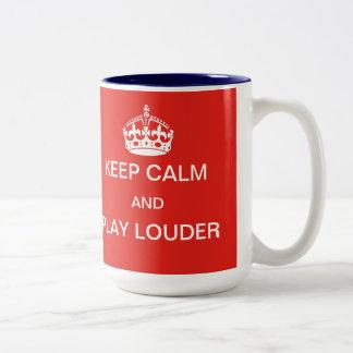 Guarde una taza más ruidosa de la calma y del