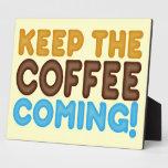 Guarde venir del café placas de plastico