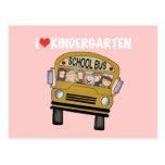 Guardería del amor del autobús escolar postal